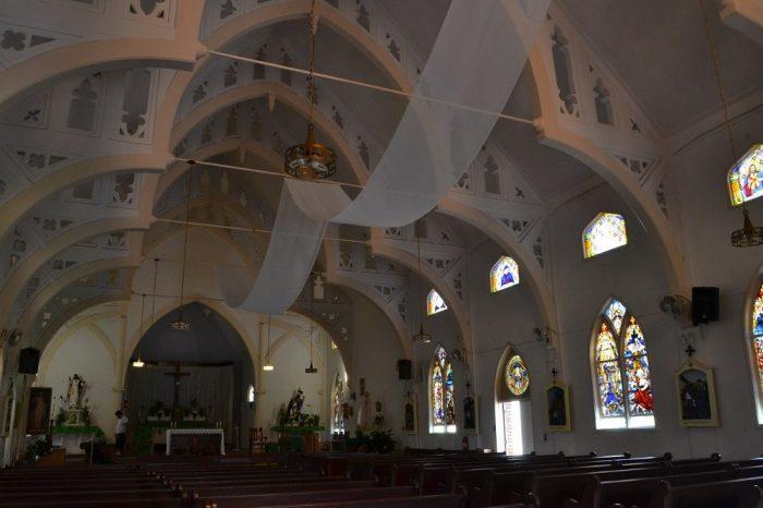 マウイ島の教会の中の写真
