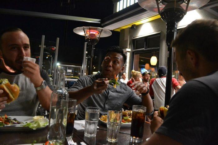 カナダ人ルームメイトと外食した写真