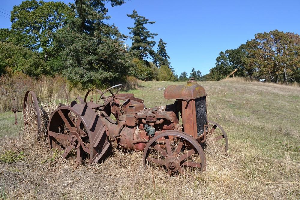 ビクトリアの牧場の農作業機の写真