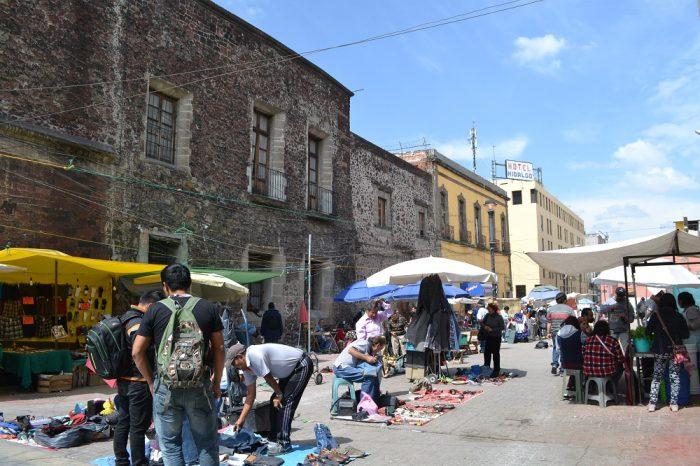 メキシコシティの路上マーケットの写真