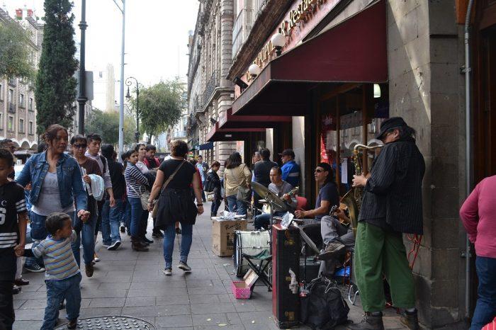 メキシコシティのストリートミュージシャンの写真