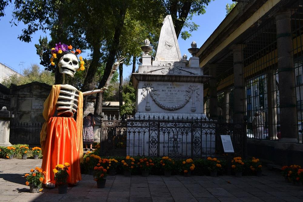 メキシコの死者の日のお墓の写真
