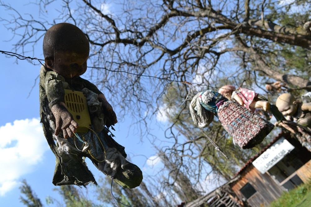 ソチミルコ人形島首吊り人形の写真