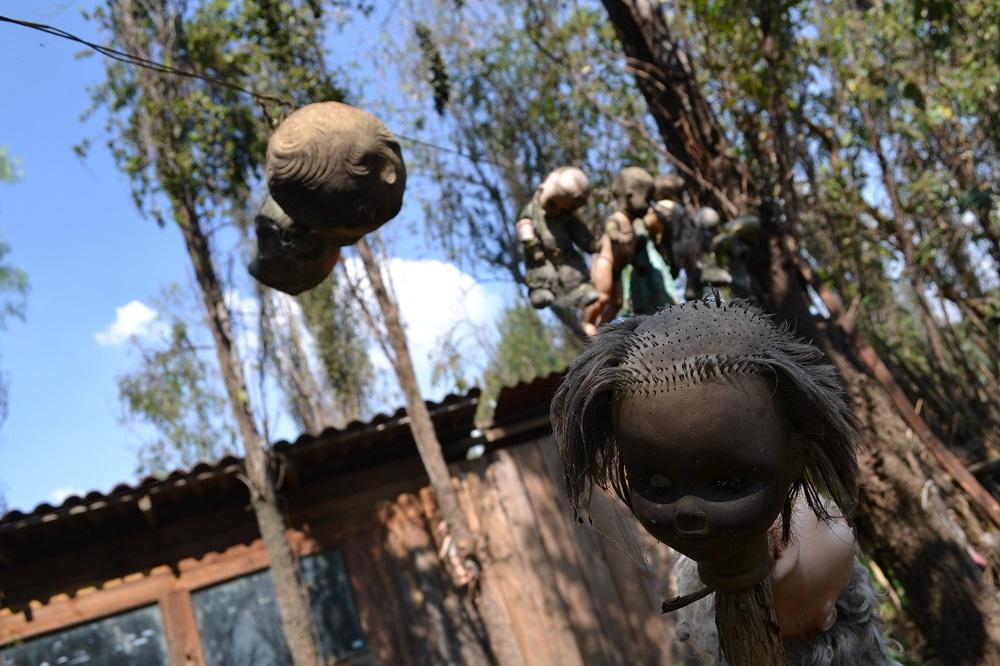 ソチミルコ人形島の禿げた人形の写真