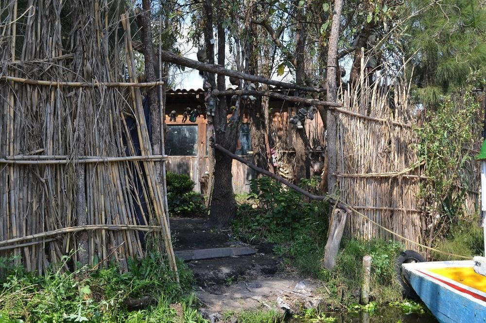 ソチミルコ人形島の入口の写真