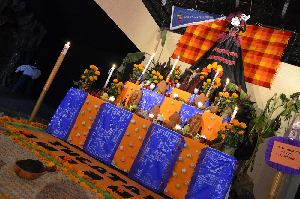 メキシコテオティワカン死者の日の祭壇の写真