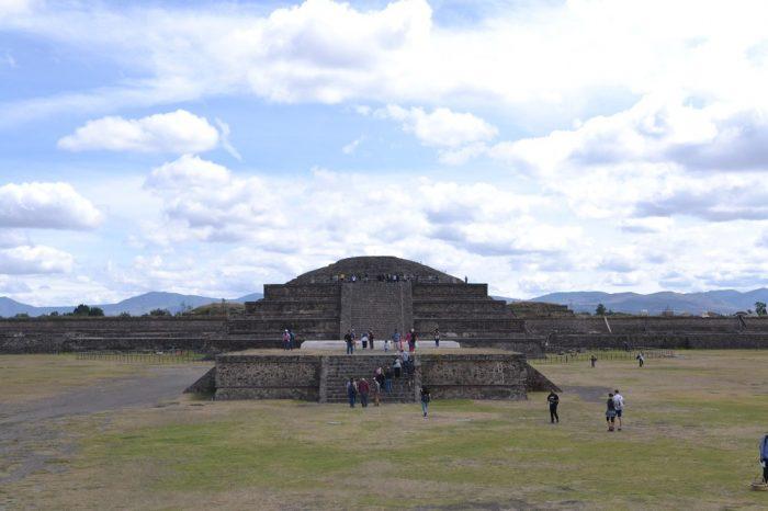 テオティワカンケツァルコアトルの神殿の写真