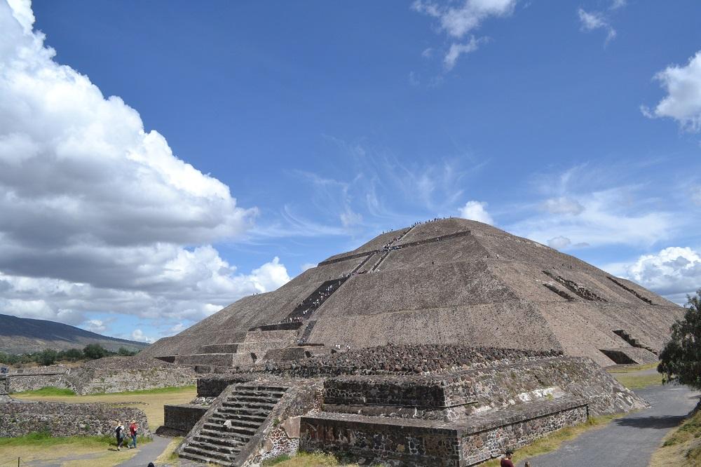 テオティワカン太陽のピラミッドの写真