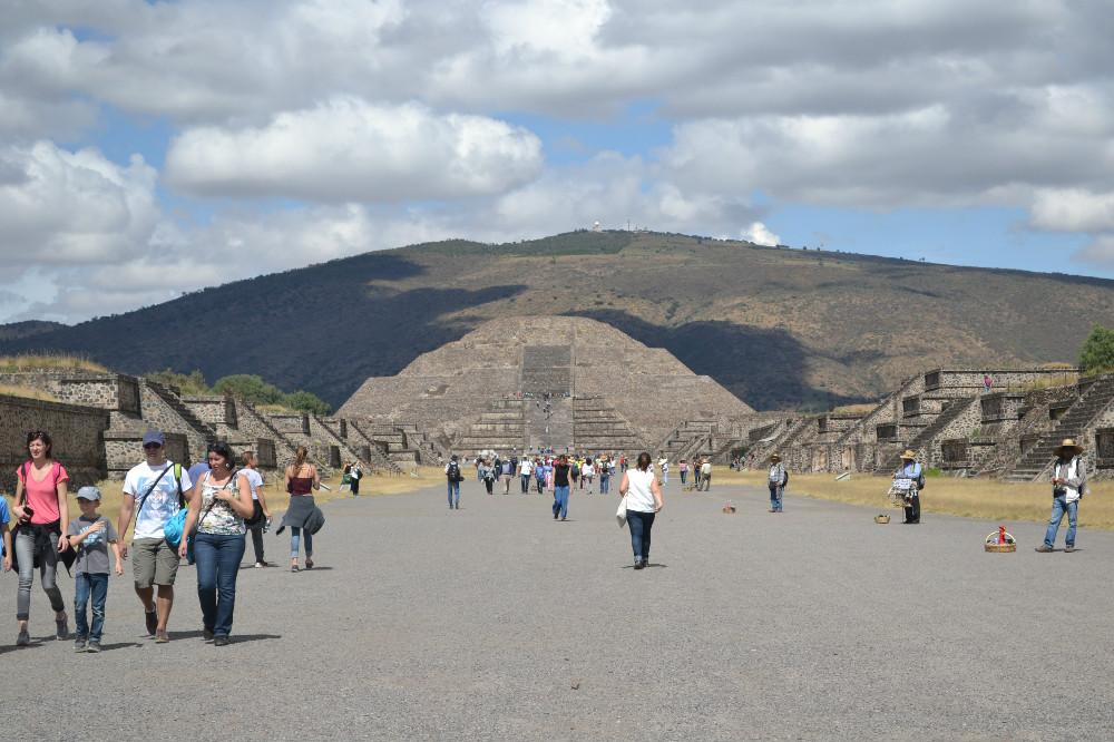 テオティワカン月のピラミッド正面の写真
