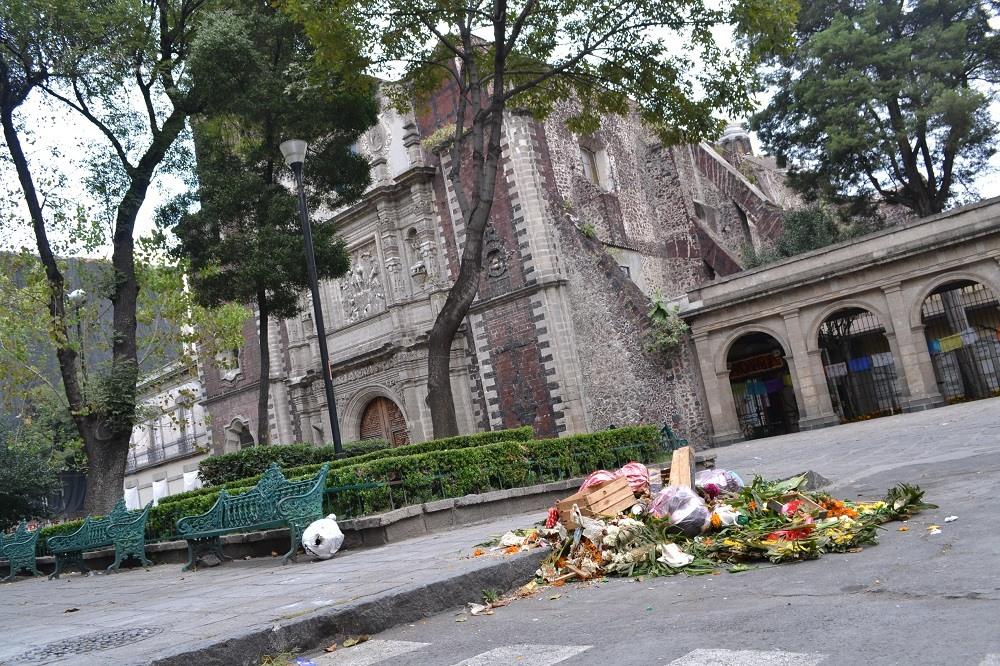 メキシコの広場の祭壇のその後の写真