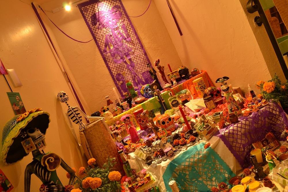 メキシコ死者の日の祭壇の写真