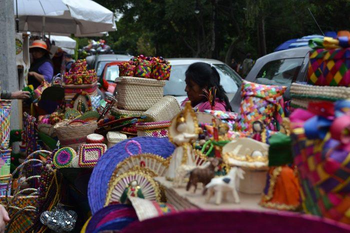 メキシコシティサンアンヘルの土曜市雑貨の写真