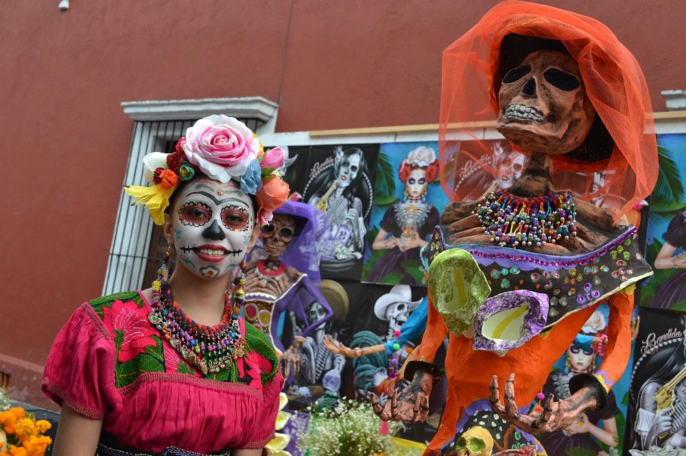 メキシコシティサンアンヘルの死者の日仮装の写真