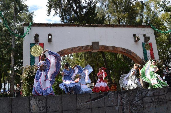 メキシコシティサンアンヘルの土曜市ステージの写真
