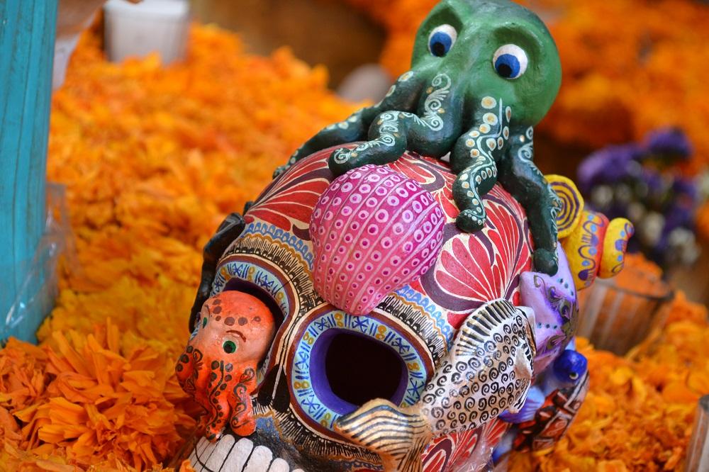メキシコシティサンアンヘルの家具屋ドクロ(タコ)の写真