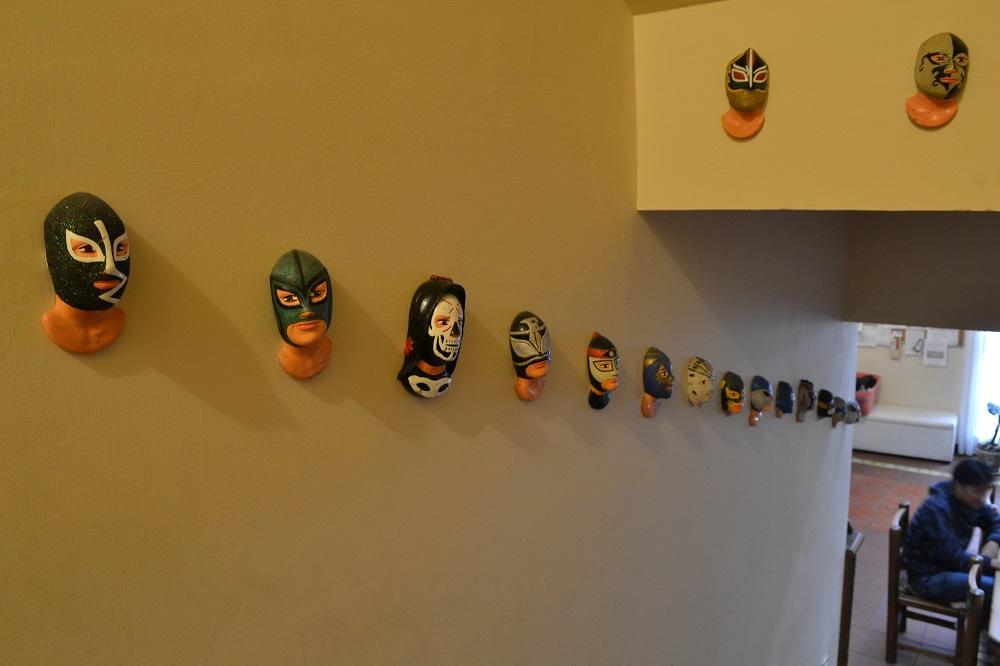 サンフェルナンド館のプロレスラーの飾りの写真