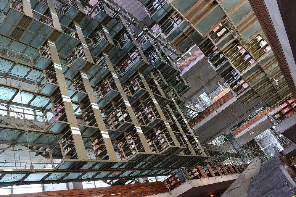 メキシコシティの図書館の内部の写真