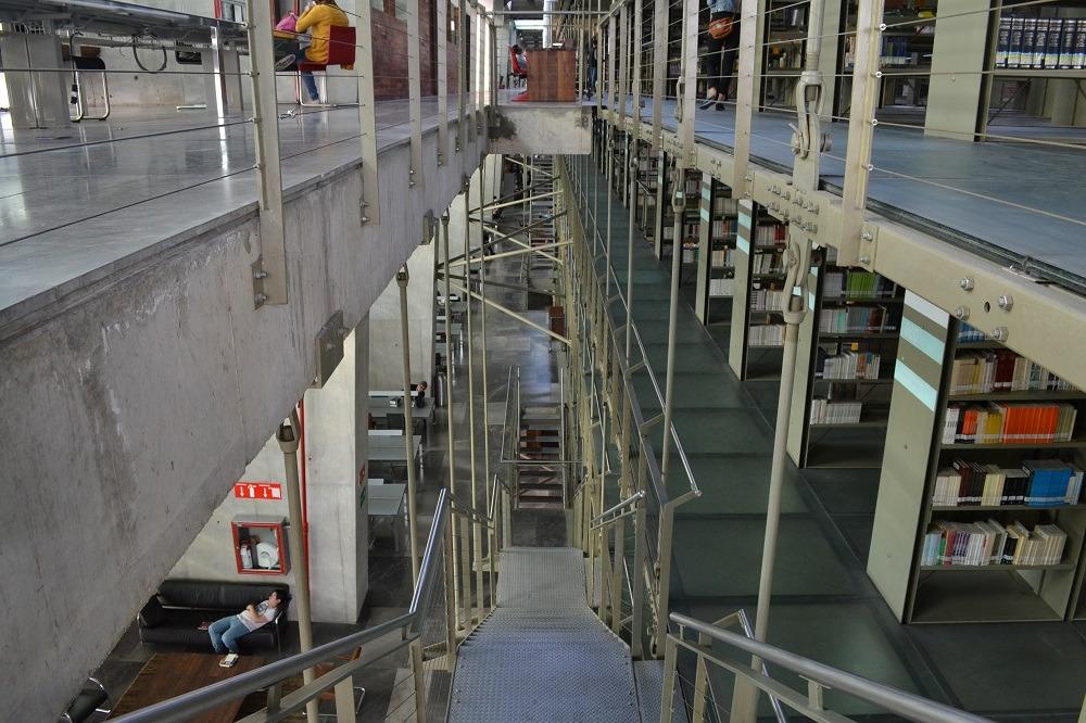 メキシコシティの図書館の階段1の写真