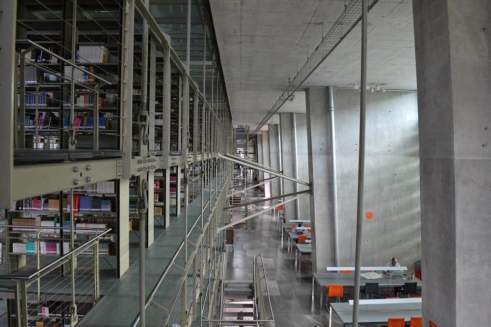 メキシコシティの図書館の階段2の写真