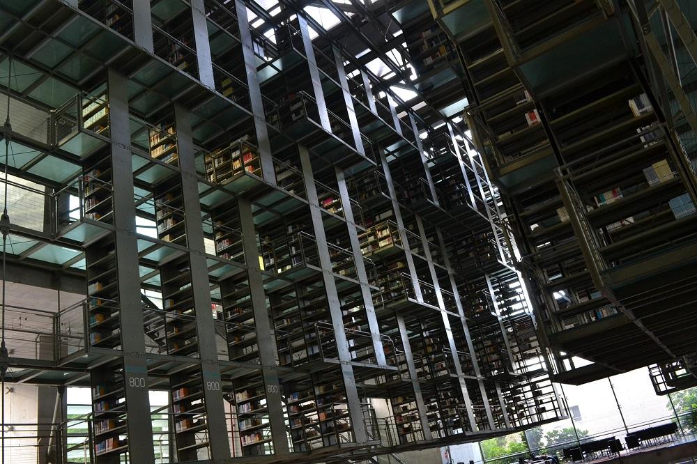 メキシコシティの図書館のかっこいい内部の写真