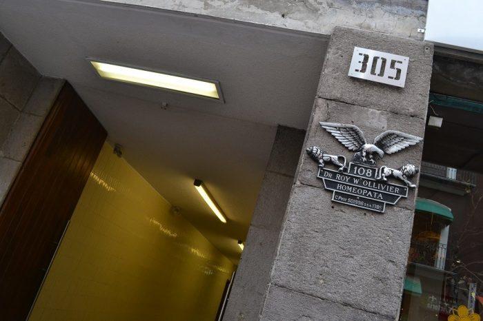 202hostal建物入口の写真