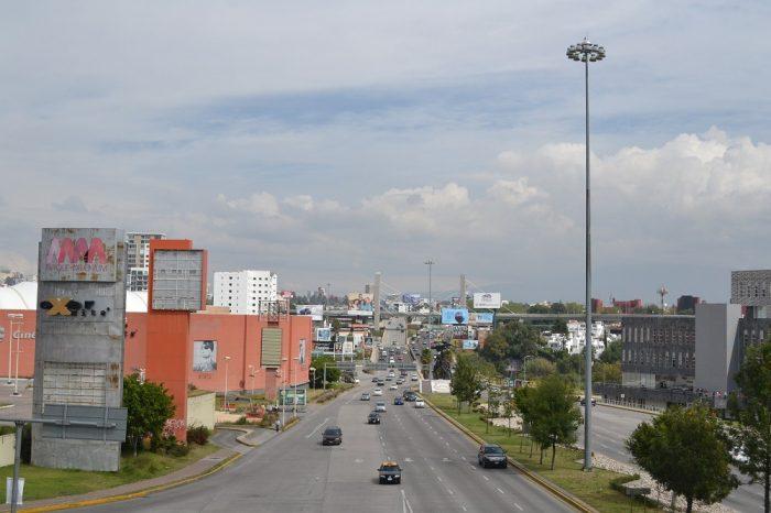 メキシコプエブラの大通りの写真