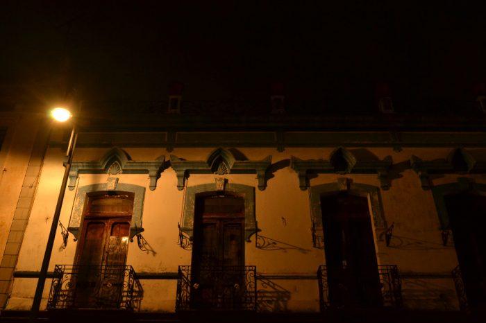 プエブラ歴史地区の建物(夜)の写真