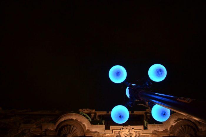 プエブラ歴史地区の夜の街灯
