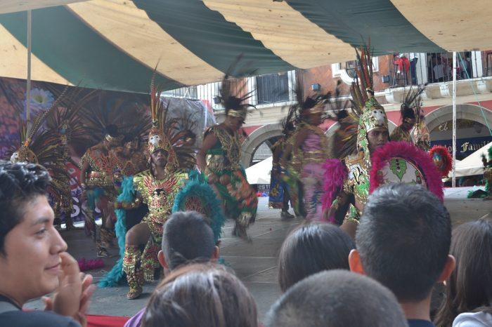 メキシコダンスコンテスト民族の儀式踊りの写真