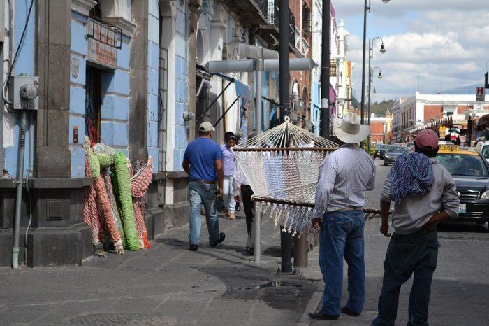 メキシコプエブラのハンモック売りの写真