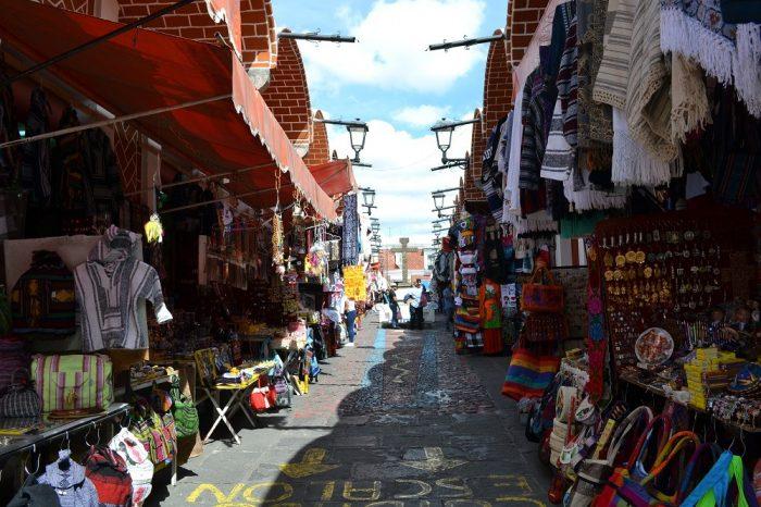 メキシコプエブラのお土産市場の中の写真