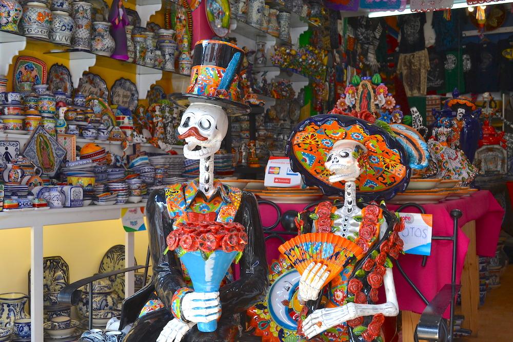 メキシコ・プエブラのタラベラ焼き屋(ガイコツ貴族)の写真