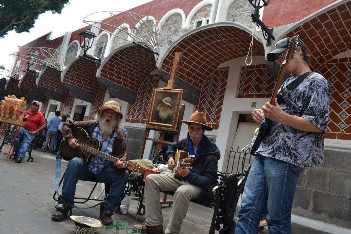 メキシコプエブラ芸術地区のミュージシャンの写真
