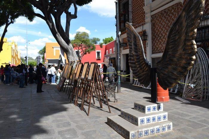 メキシコプエブラの芸術地区の翼の写真