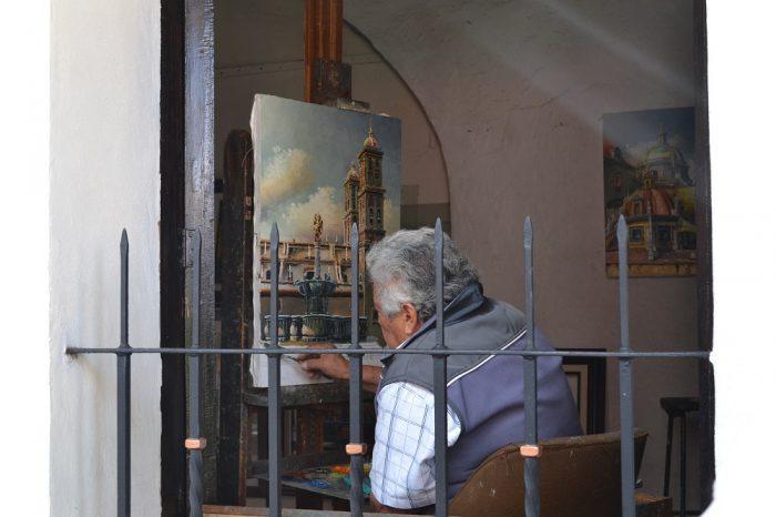 メキシコプエブラ芸術地区の画家の写真