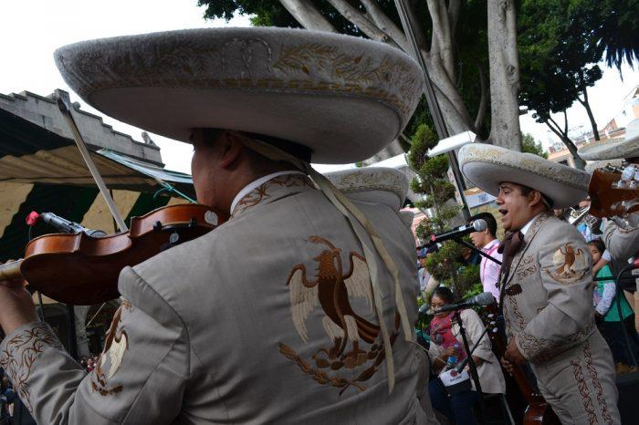 メキシコダンスコンテスト伝統音楽の生演奏の写真
