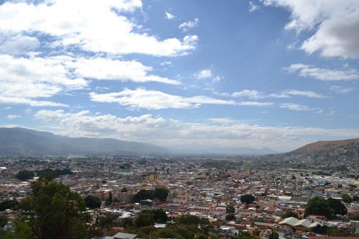 メキシコ・オアハカの町全体の景色の写真