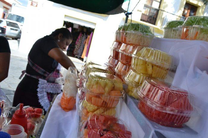 メキシコの果物、野菜屋台の写真