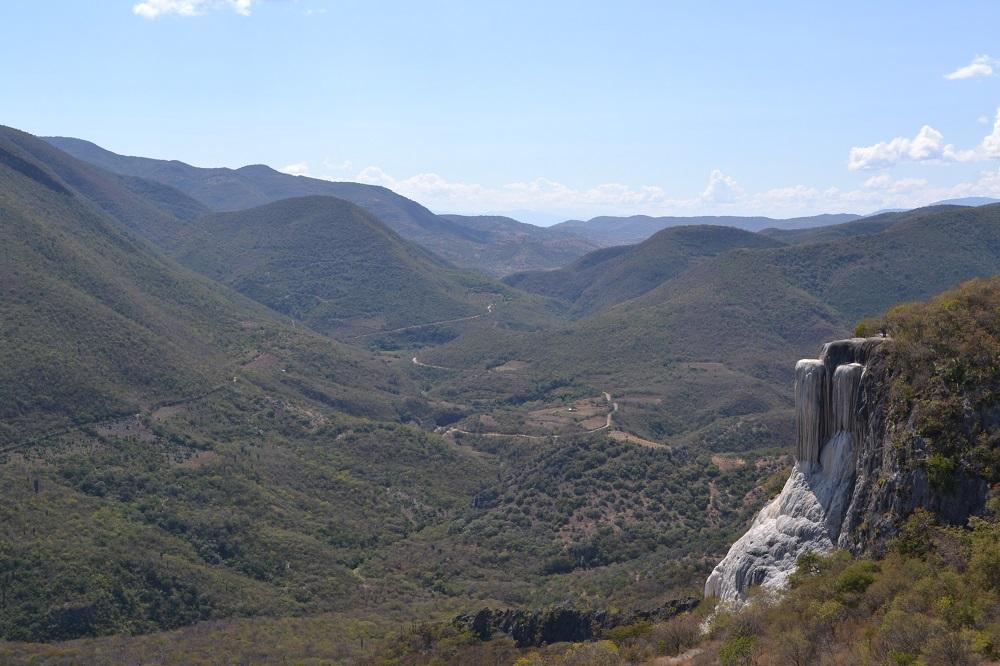 イエルベ・エル・アグア石化した滝遠目の写真