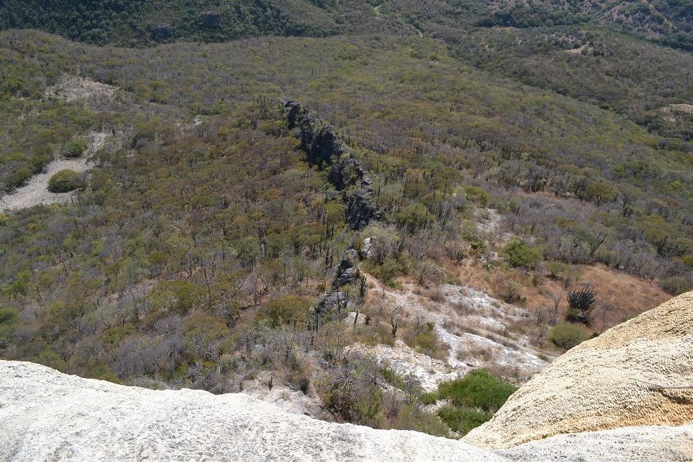 イエルベ・エル・アグア石の滝(崖)の写真