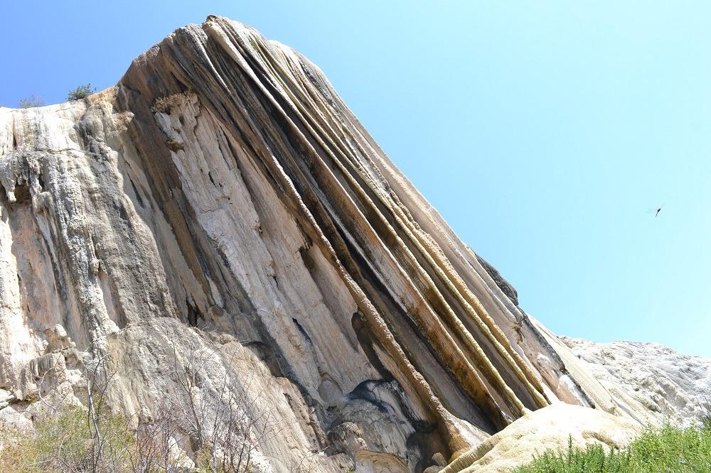 イエルベ・エル・アグア石化した滝近目の写真