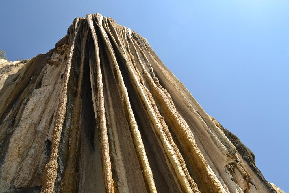 イエルベ・エル・アグア石化した滝ツボの写真