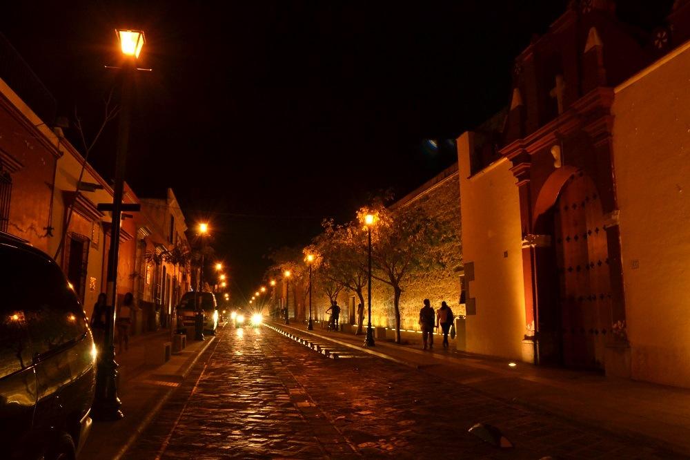 オアハカ夜のメインストリート1の写真