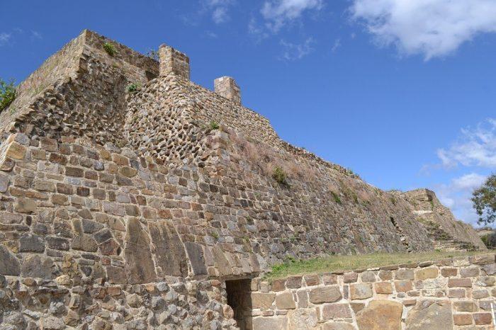 モンテ・アルバン遺跡建物の写真