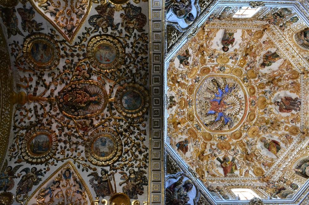 メキシコ・オアハカのサントドミンゴ教会ロザリオ礼拝堂天井の写真
