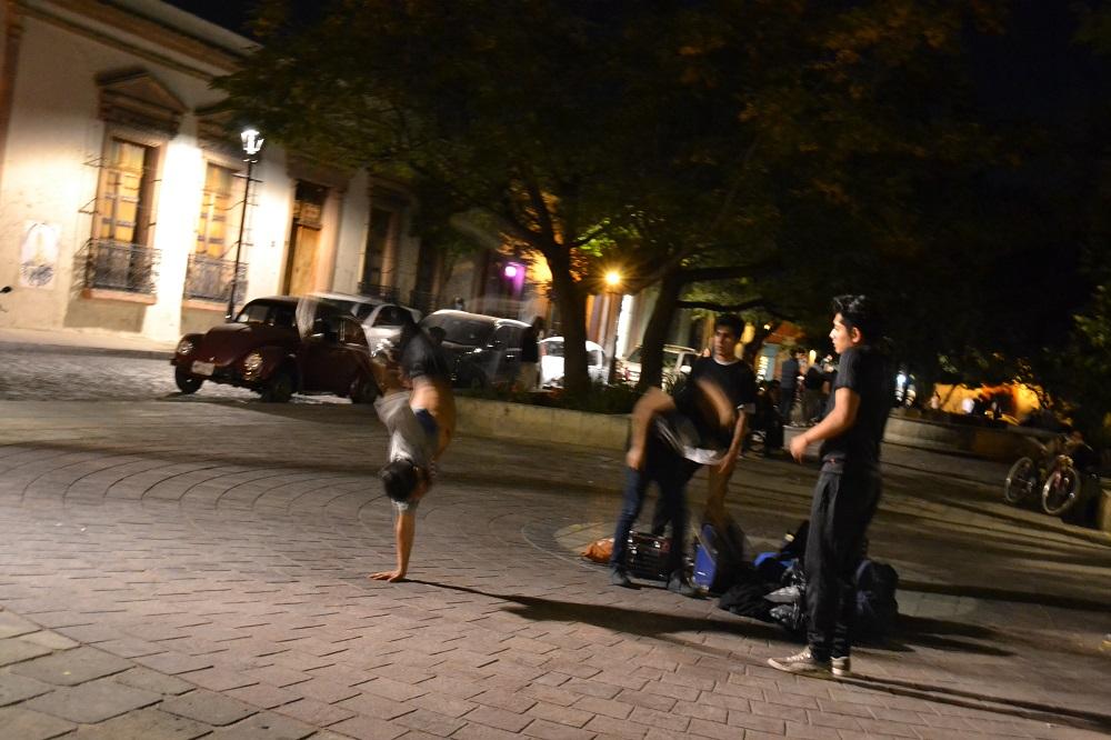 メキシコ・オアハカのストリートダンサー2の写真