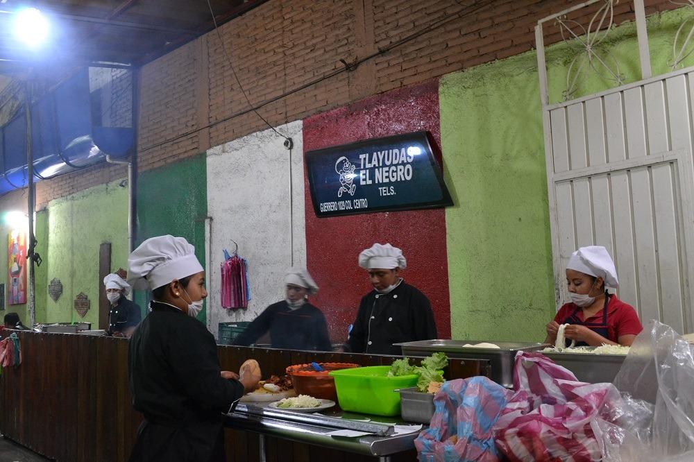メキシコオアハカ名物トラジューダのお店入口の写真