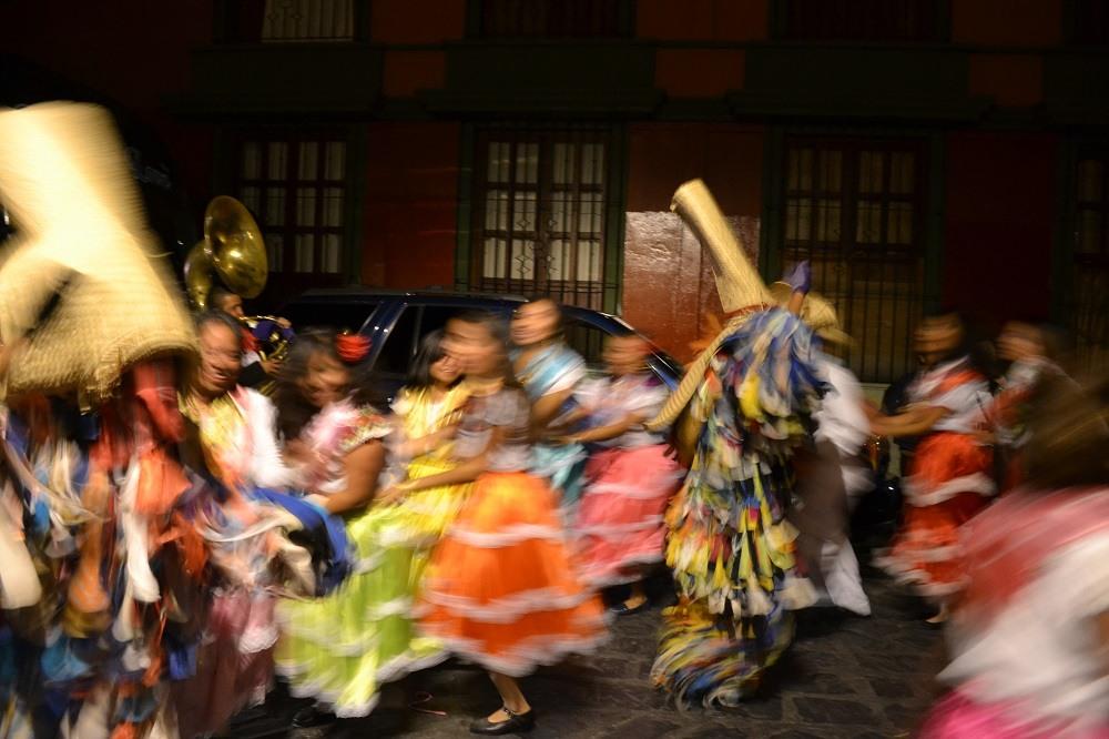 オアハカ・メキシコ革命のパレード(踊る人々)の写真