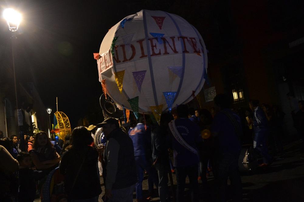 オアハカ・メキシコ革命のパレード(球体)の写真