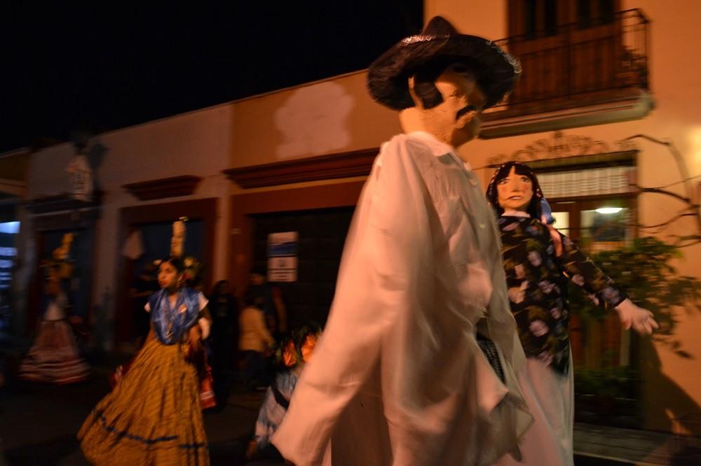 オアハカ・メキシコ革命のパレード(巨大なおっさん)の写真